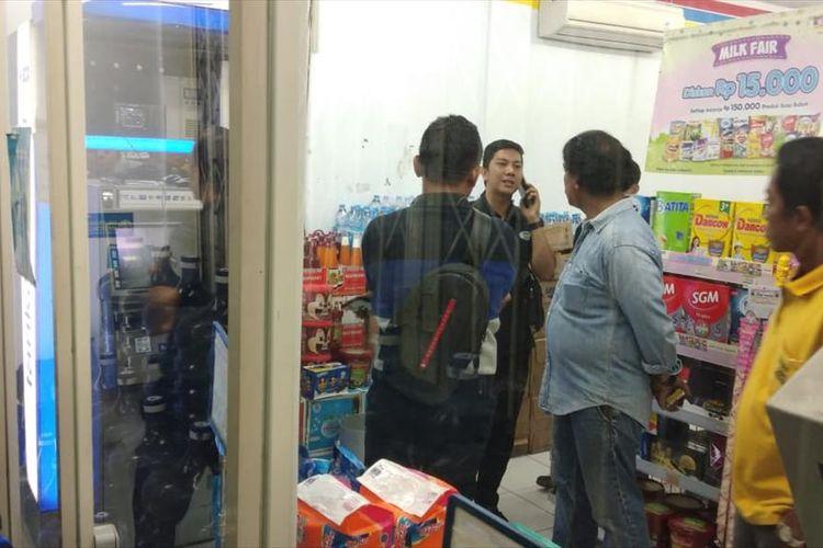 Sebuah mesin ATM di sebuah supermarket di Medan dirusak. Belum diketahui berapa kerugian yang dialami akibat perusakan.