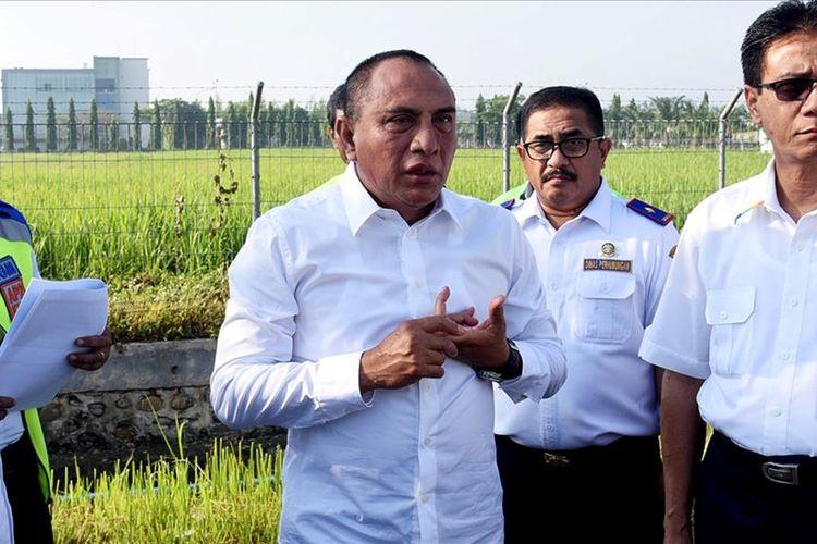 Gubernur Sumut Edy Rahmayadi meninjau lokasi pembangunan gedung VIP di Bandara Internasional Kualanamu, Kabupaten Deliserdang, Senin (8/7/2019)