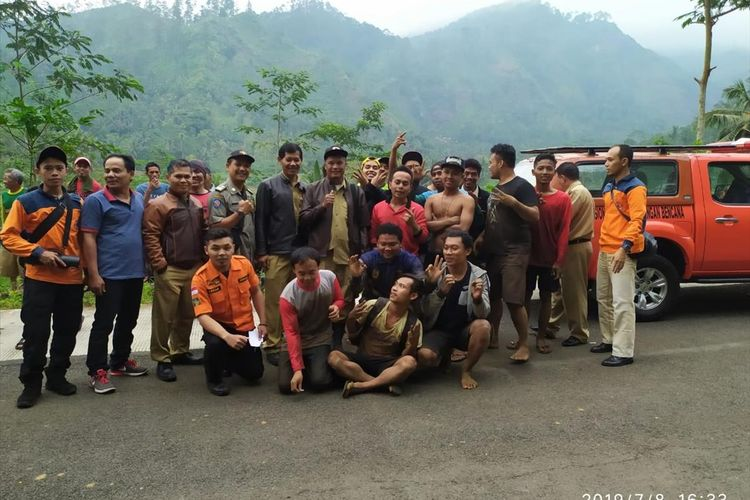 Sebanyak 15 orang warga Desa Tlahab Lor, Kecamatan Karagreja, Purbalingga, Jawa Tengah berhasil dievakuasi.