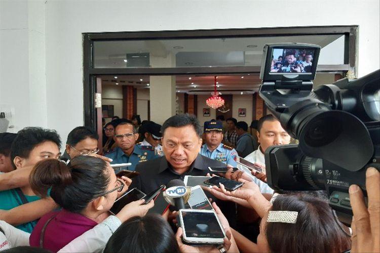 Gubernur Sulut Olly Dondokambey saat diwawancara sesuai rapat paripurna di Kantor DPRD Sulut, Senin (8/7/2019) pukul 13.23 Wita