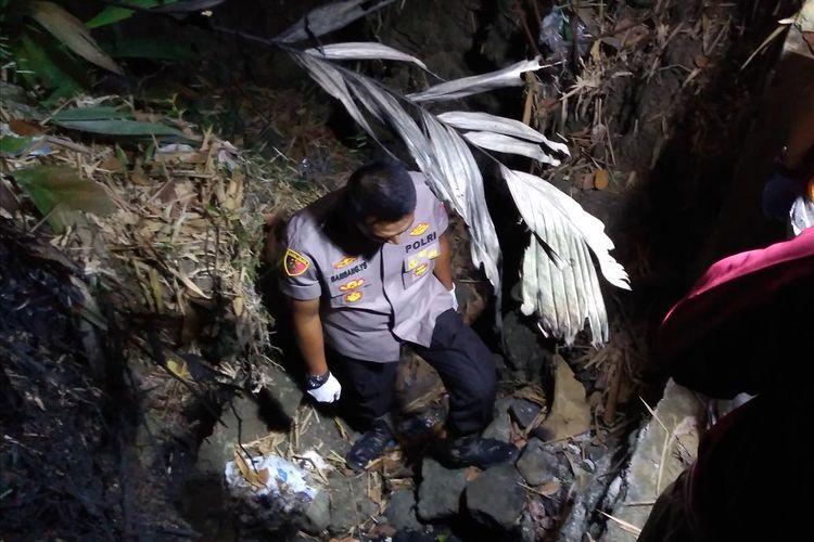 Lokasi pembakaran potongan tubuh di Desa Sampang, Kecamatan Sempor, Kabupaten Kebumen, Jawa Tengah, Kamis (11/7/2019) malam.