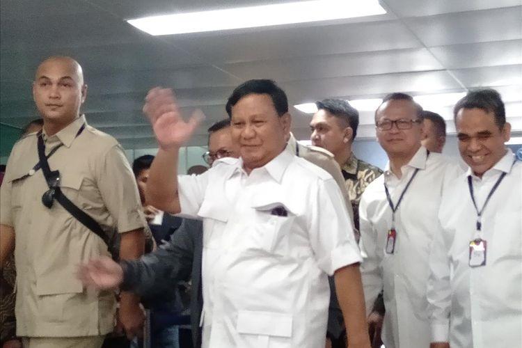 Prabowo Subianto terlihat di Stasiun MRT Lebak Bulus Jakarta Selatan Sabtu (13/7/2019)
