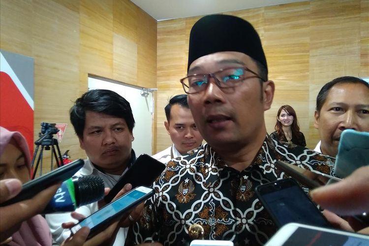 Gubernur Jawa Barat Ridwan Kamil menyatakan siap menerbitkan obligasi daerah dan tengah dalam diskusi dengan OJK serta Gubernur Jawa Tengah dalam acara sosialisasi Rindekraf di Jakarta, Senin (15/7/2019).