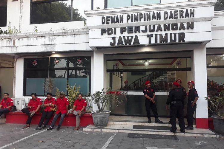Suasana kantor DPD PDIP Jawa Timur lokasi digelarnya Konfercab lanjutan PDIP Surabaya, Selasa (16/7/2019)