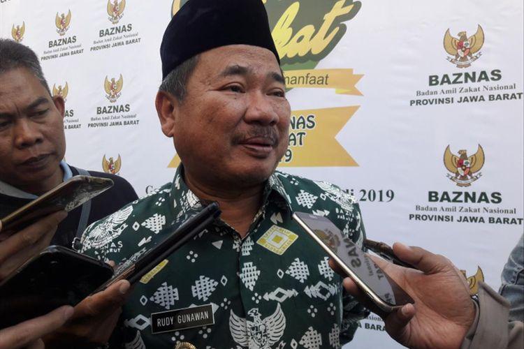 Bupati garut Rudy Gunawan saat diwawancara wartawan usai menghadiri pembukaan Rakerda Baznas jabar, Rabu (17/7/2019)