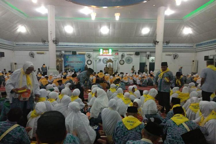 Calon jemaah haji asal Kepulauan Maluku saat tiba di asrama haji Sudiang, Makassar, Rabu (10/7/2019). CJH ini tergabung dalam embarkasi Makassar.