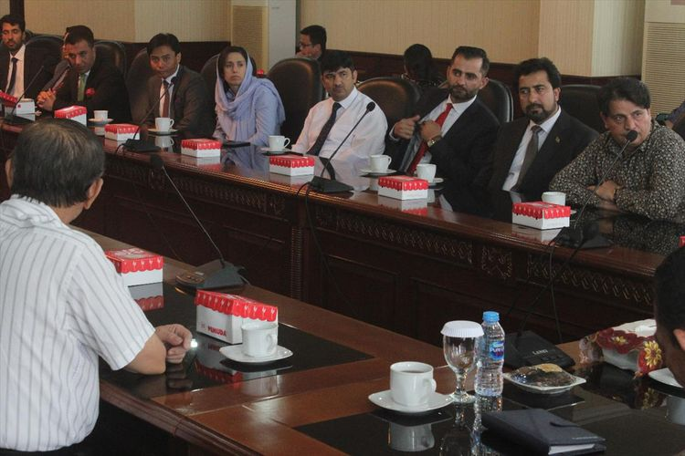 Sepuluh diplomat asal Afganistan bertemu dengan pemerintah Provinsi Maluku dan para tokoh agama dan tokoh masyarakat di Kantor Gubernur Maluku, Jumat (19/7/2019). Kedatangan para diplomat tersebut untuk belajar mengenai penyelesaian konflik di Maluku