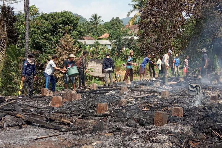 Kebakaran terjadi di Kampung Pasir Eurih, Desa Sindanglaya, Kecamatan Sobang, Kabupaten Lebak, Banten, Rabu (24/7/2019). Dok. BPBD Lebak.