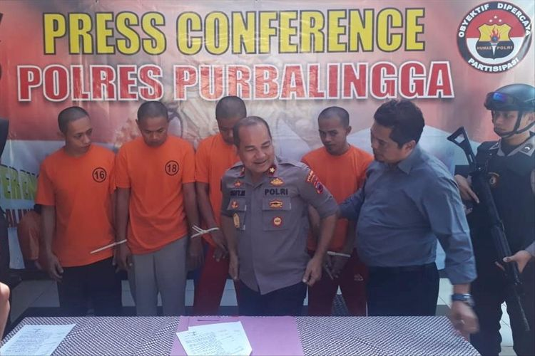 Wakapolres Purbalingga, Komisaris Polisi Sigit Martanto saat pers rilis, Senin (29/8/2019).