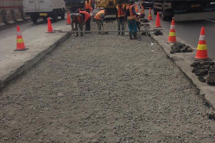 Perbaikan di ruas Tol Jakarta-Cikampek arah Jakarta tepatnya di KM 37+635 hingga KM 37+510 lajur 1.