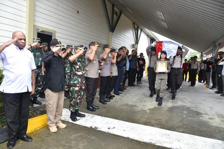 Pelepasan Jenazah Briptu Hedar di Bandara Moses Kilangin, Kabupaten Mimika, Papua (13/08/2019)