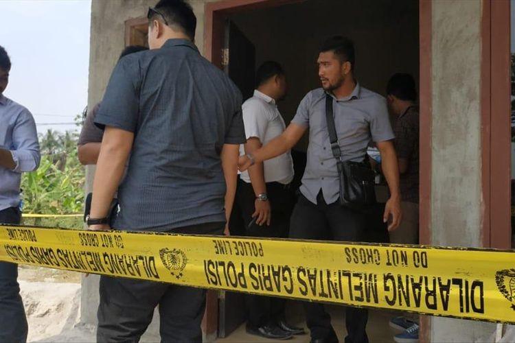 Rumah Keluarga Korban yang diduga pembantaian di Kabupaten Serang, Banten dipasang garis polisi, Selasa (13/8/2019).(Acep Nazmudin)