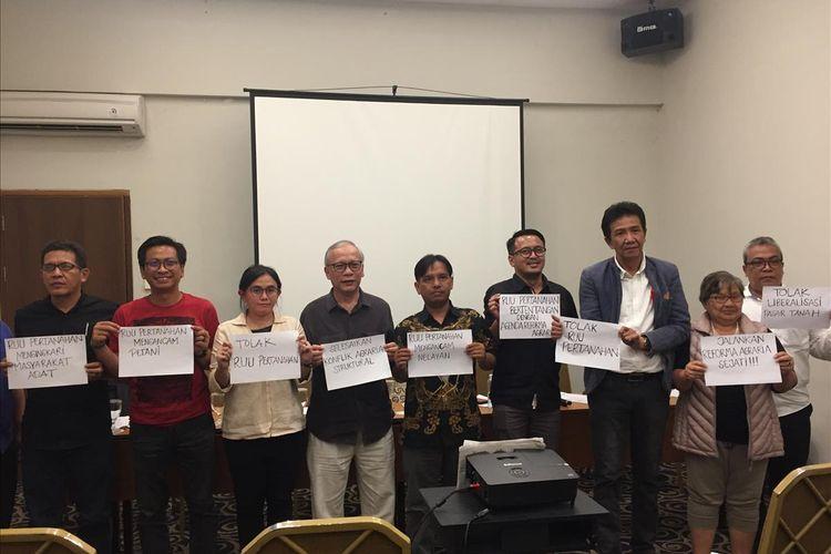 Sejumlah elemen masyarakat menolak rencana pengesahan RUU Pertanahan, Selasa (13/8/2019).