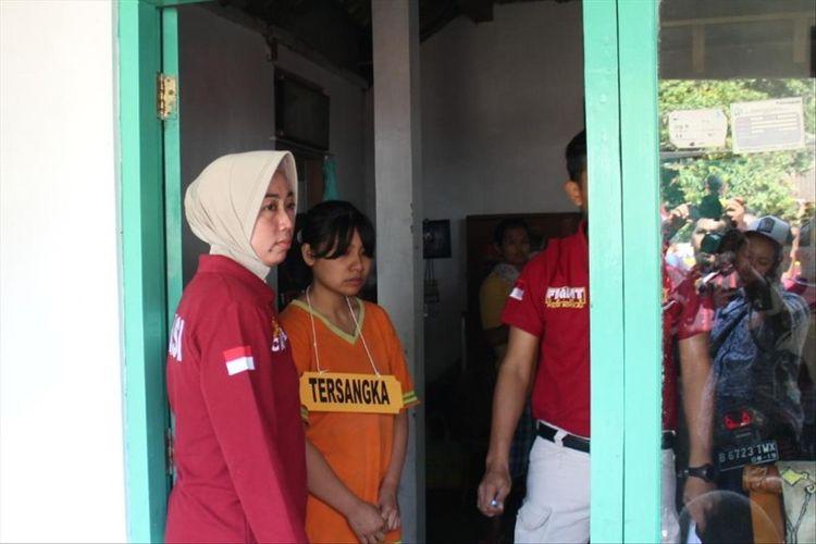 Rekonstruksi kasus ibu kandung aniaya anaknya sendiri hingga tewas di Dukuh Tanduk, Kecamatan Ampel, Boyolali, Jawa Tengah, Selasa (13/8/2019).