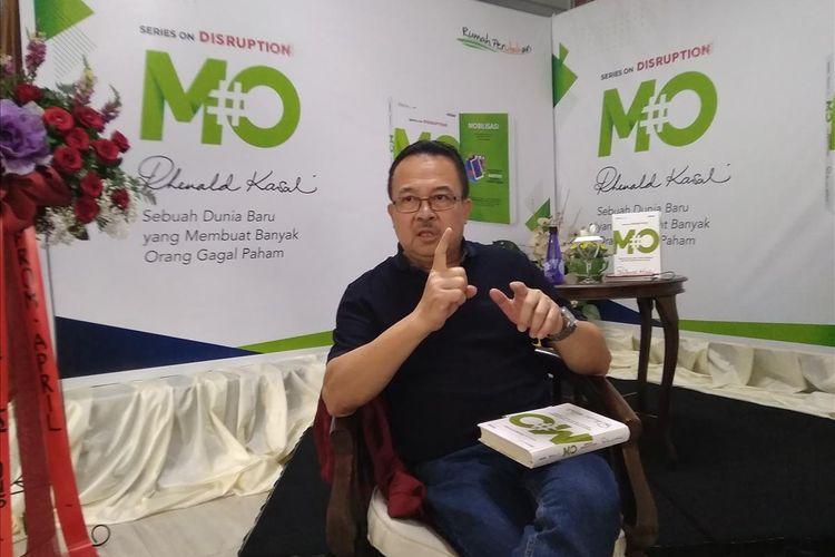Akademisi dan praktisi Bisnis Rhenald Kasali dalam konferensi pers peluncuran buku #MO di Jatiwarna, Bekasi, Selasa (13/8/2019).