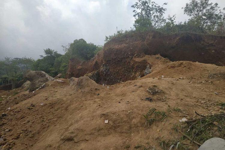 Lokasi penambangan batu yang berada di Kecamatan Dempo Utara, kota Pagaralam, Sumatera Selatan yang menyebabkan dua penambang tewas akibat tertimbun longsor.