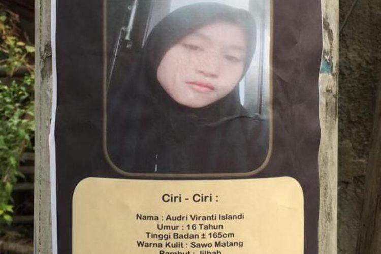 Poster wajah Audri dipasang di sejumlah wilayah starategis seperti tiang listrik, di Kecamatan Klapanunggal, Kabupaten Bogor, Jawa Barat