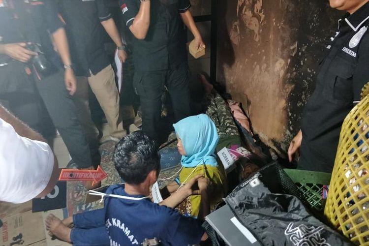 Reka Ulang Selesai, Pembunuh Istri di rumah kontrakan, Jalan Dukuh V, Kramat Jati, Jakarta Timur Peragakan 29 Adegan, Kamis (15/8/2019).