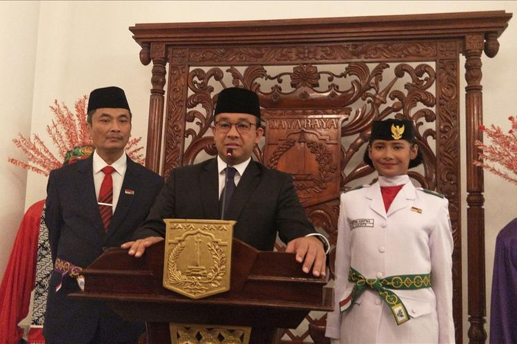 Gubernur DKI Jakarta Anies Baswedan (tengah) di Balai Kota DKI Jakarta, Jalan Medan Merdeka Selatan, Kamis (15/8/2019).