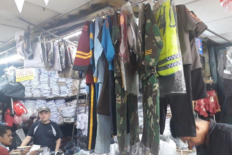 Jelang Hari Kemerdekaan, Penjual Kostum Polisi Anak di Pasar Mester Jatinegara, Jakarta Timur Raup Omzet Puluhan Juta Rupiah, Jumat (16/8/2019).