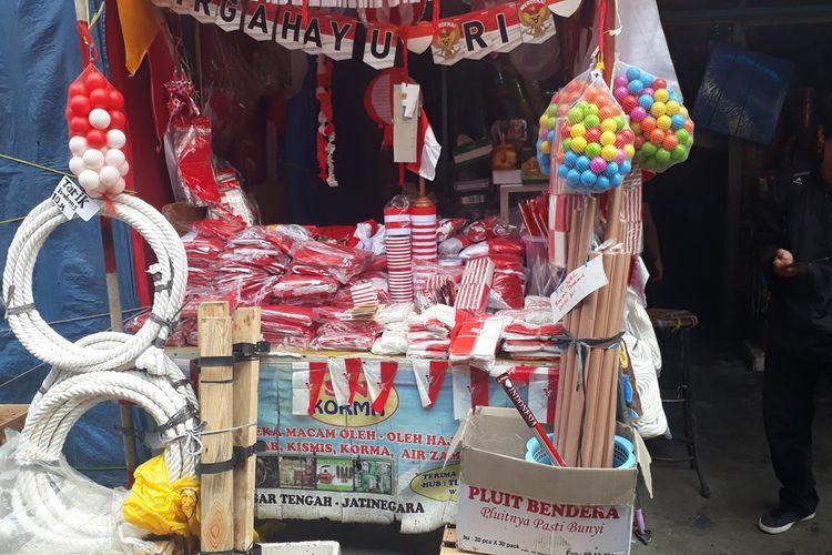 Semarak Merah Putih 2019, Penjual Pernak-Pernik Hari Kemerdekan di Pasar Mester Jatinegara, Jakarta Timur Keluhkan Sepi Pembeli, Jumat (16/8/2019).