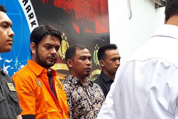 Artis peran Rio Reifan di Polda Metro Jaya, Jakarta Selatan, Jumat (16/8/2019).