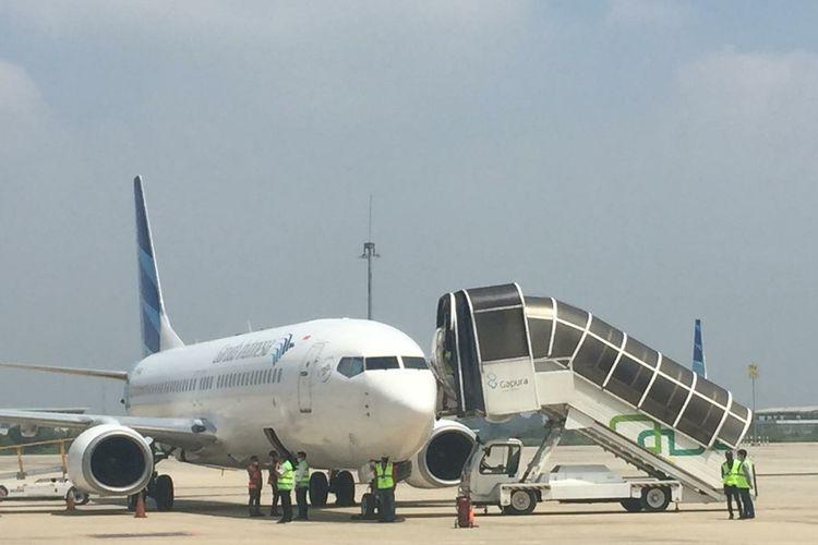 Penerbangan kargo di Bandara Internasional Kertajati, Jawa Barat, resmi beroperasi setelah Pemprov Jabar resmi meneken naskah kerja sama dengan PT Garuda Indonesia. Prosesi itu ditandai penerbangan kargo dengan pesawat Garuda Indonesia menuju Bandara Internasional Hang Nadim, Batam, Selasa (23/2/2021).