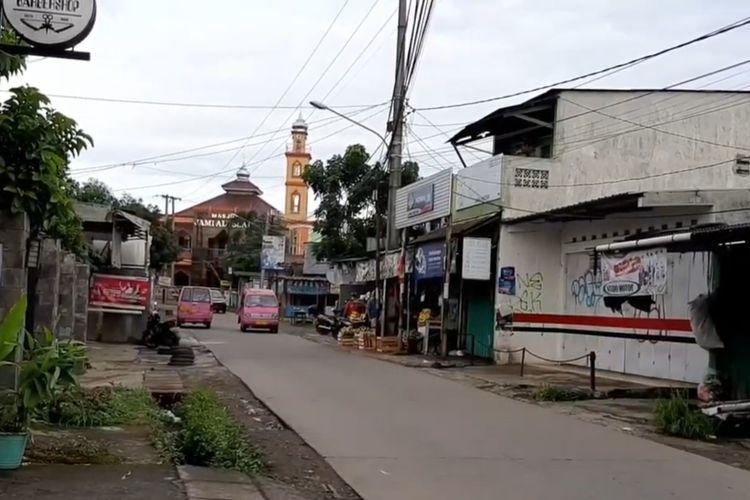 Salah satu angkot D09 yang sedang melintas di Jalan Raden Saleh, Sukmajaya, Depok.