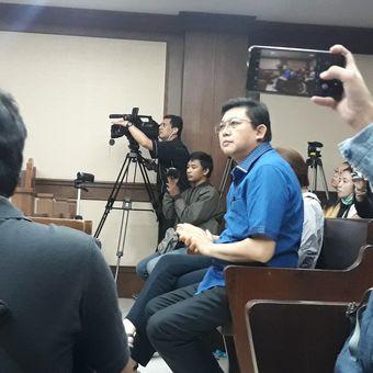 Terdakwa  Lucas menunggu sidang pembacaan surat tuntutan di Pengadilan Tipikor Jakarta, Rabu (6/3/2019).