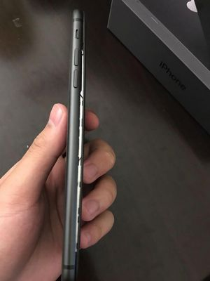 iPhone 8 Plus milik Anthony Wu di Kanada yang layarnya terlepas karena baterai menggembung.