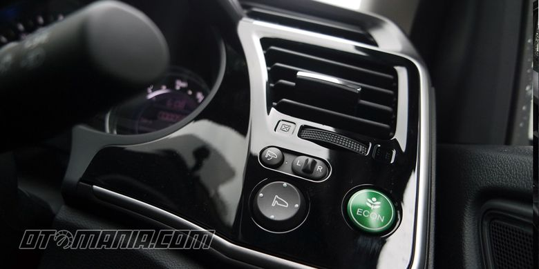 Honda City 2017 varian CVT memiliki paddle shift dan ECON mode.
