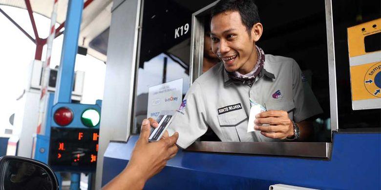 Transaksi non-tunai menggunakan kartu e-toll cuma butuh waktu 2-3 detik