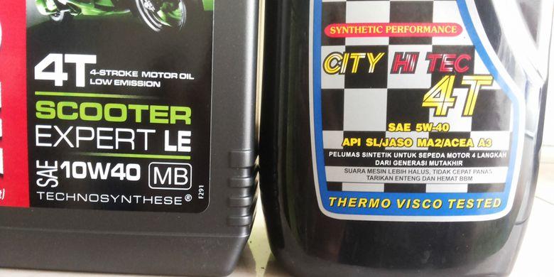 Dua produk oli yang memiliki kadar kekentalan yang berbeda. Terlihat dari kode SAR yang tertera di kemasan.