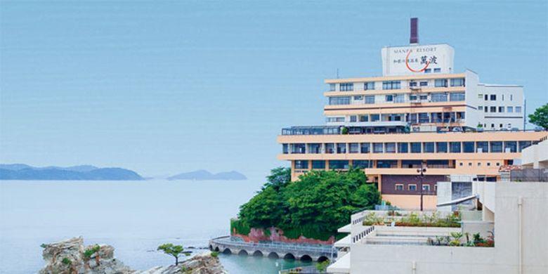 Hotel ini berdiri di tanjung Wakanoura