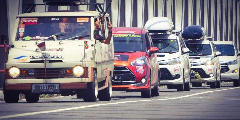 Toyota Kijang Buaya, Avanza Veloz, dan Sienta, ditemani mobil pendukung Avanza Veloz dan Kijang Innova, menempuh perjalanan 8.000 km dari Jakarta-Timor Leste dalam touring Beyond Beautiful Indonesia. Perjalanan ini dilakukan oleh Veloz Community (Velozity), Toyota Kijang Club Indonesia (TKCI), dan Toyota Sienta Community Indonesia (Tosca).