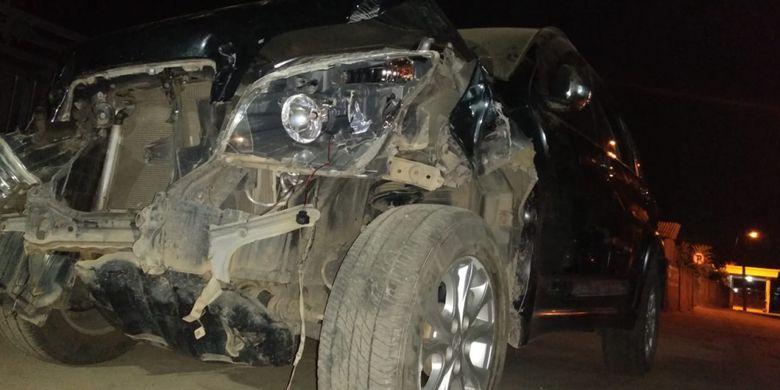 Mobil yang diduga hasil curian SA (19) mengalami ringsek usai menabrak jawara Palembang Juki Gajah hingga tewas, Senin (16/7/2018).