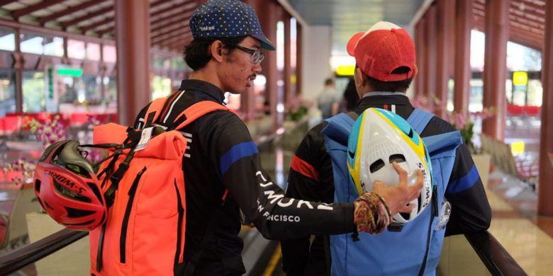 Dua pebalap dari komunitas kurir sepeda Westbike Messenger Service (WMS), Arga Budirahman dan Arvy Kheren Laurence untuk berlaga pada balap Saigon Criterium di Ho Chi Minh City, Vietnam, Minggu (12/8/2018).