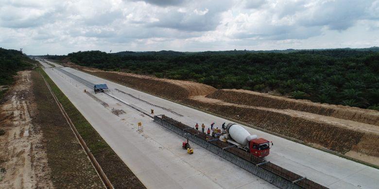 Pekerjaan konstruksi Tol Balikpapan-Samarinda.