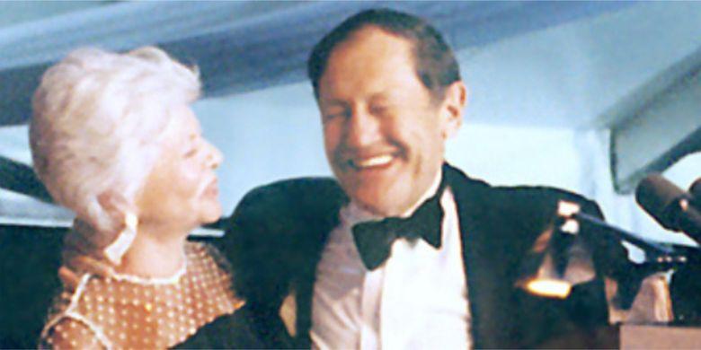 Jay dan istrinya, Cindy Pritzker