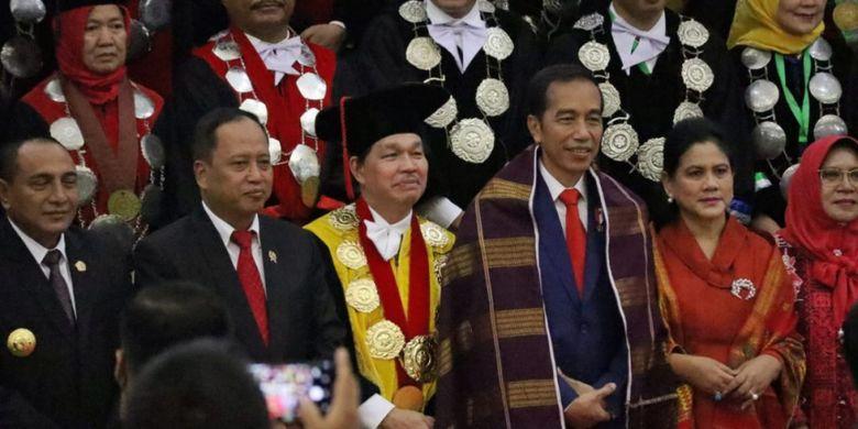 Presiden Joko Widodo memberikan orasi ilmiah pada Dies Natalis Universitas Sumatera Utara (USU) ke-66, di Sumatera Utara (8/10/2018)