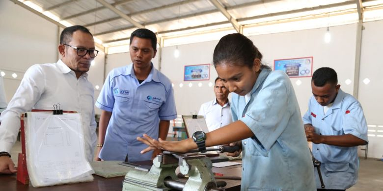 Menteri Ketenagakerjaan M. Hanif Dhakiri saat mengunjungi Laboratoriun Pelatihan Politeknik ATMI Sikka (Kampus Cristo re Maumere) di NTT, Rabu (10/10/2018).