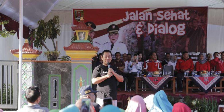 Wali Kota Semarang Hendrar Prihadi berdialog dengan warga dari 11 RW yang ada di Kelurahan Bangetayu Kulon, Selasa (26/2/2019)