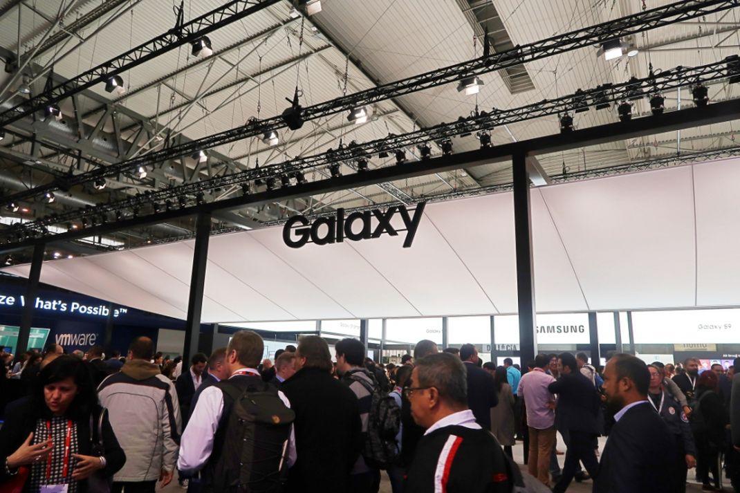 Penampakan depan booth Samsung di ajang tahunan Mobile World Congress (MWC) 2018, Barcelona, Spanyol.