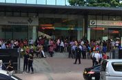 Karyawan di Sudirman Mulai Kembali Masuk ke Gedung Pasca Gempa