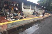 Camat Tanggapi PKL Barang Bekas yang Okupasi Trotoar Stasiun Kebayoran