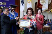 Menteri Susi dan Basuki Terima Penghargaan dari Alumni UGM