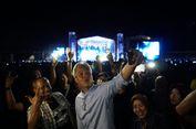 Ganjar Pranowo Pun Berjingkrak Nonton Konser Europe