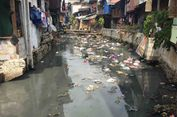 Kali Krukut Tanah Abang Kotor akibat Kebiasaan Warga Buang Sampah Sembarangan