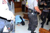 Divonis Hukuman Mati, Aman Abdurrahman Bersujud di Ruang Sidang