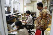 Di Surabaya, Menteri Amran Cek Mudahnya Perizinan dan Disiplin Pegawai